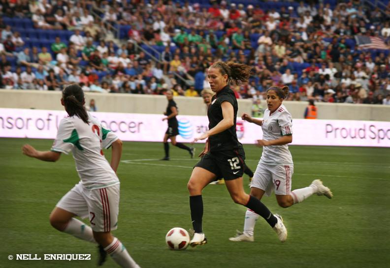 Lauren Cheney v Mexico June 5 2011 Nell Enriquez