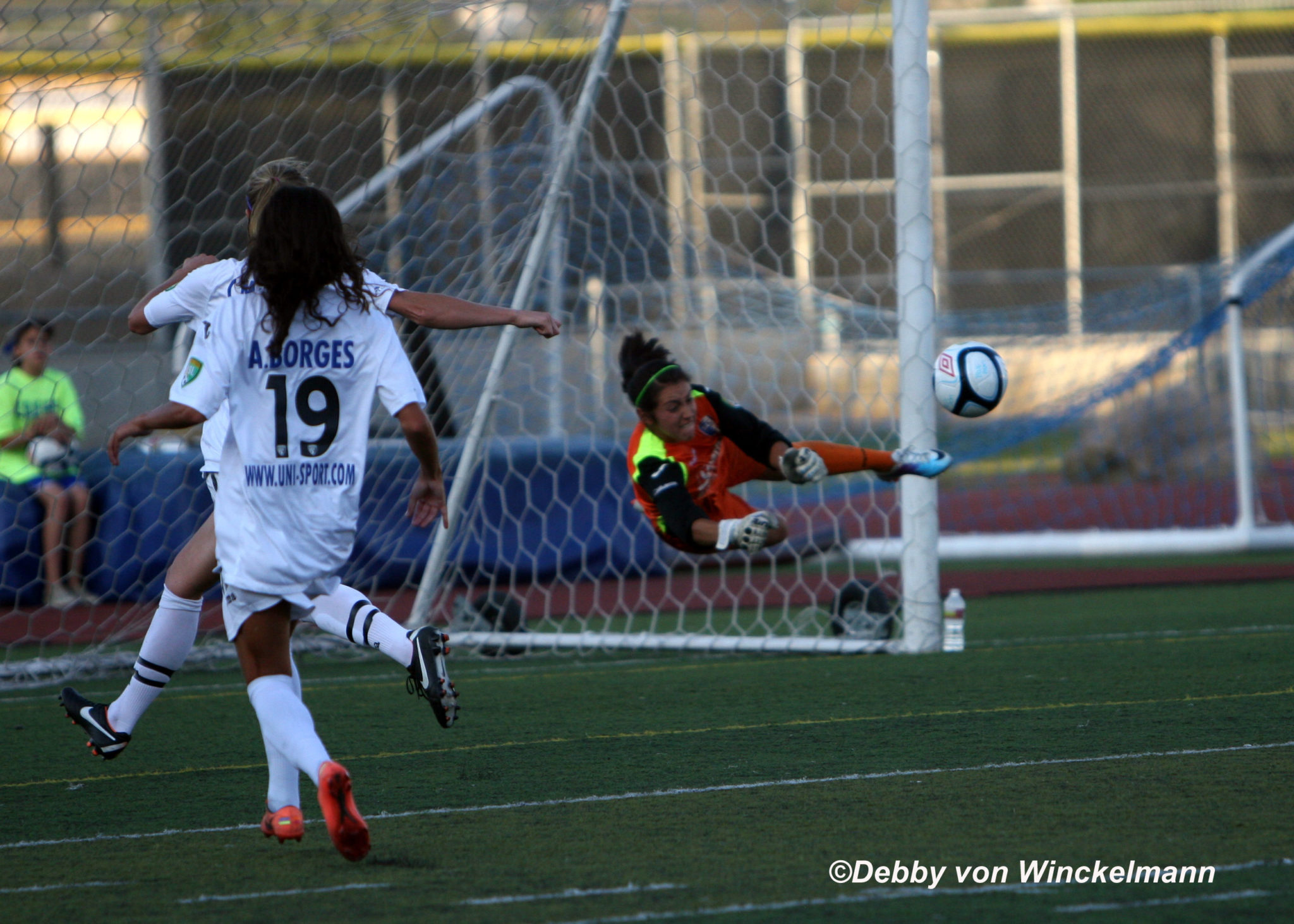 Displaying 16> Images For - Hope Solo Diving... Alex Morgan Olympics