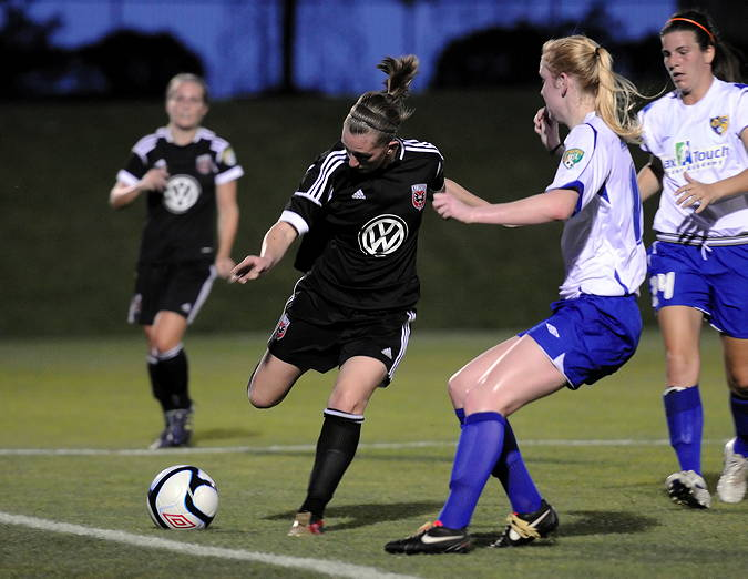 England-import Mikaela Howell has been one of the keys to DC United Women's W-League challenge (Photo credit: Larry J. Clark/Soccer-Shots®)