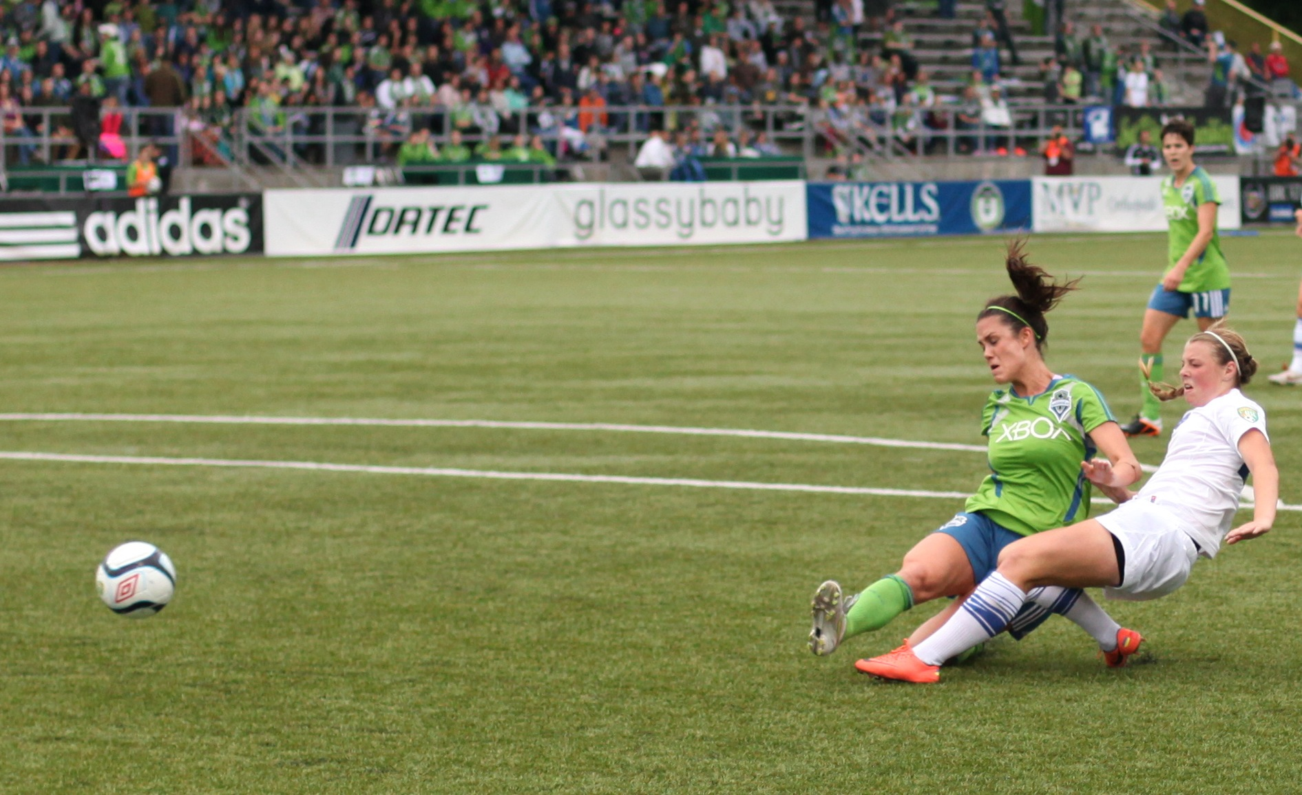 Seattle Reign FC announced defender Kate Deines (left) as one of its five free-agent signings on Monday before the start of the inaugural NWSL season. (Photo: clappstar/Flickr)