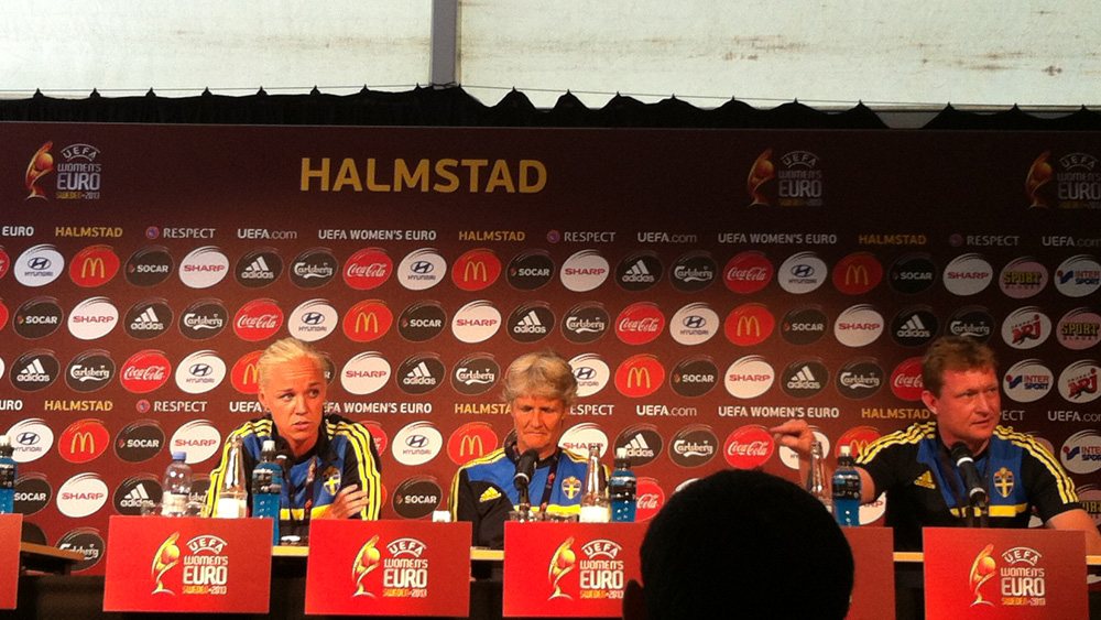 Sweden midfielder Caroline Seger and coach Pia Sundhage. (Photo Copyright Harjeet Johal for The Equalizer)
