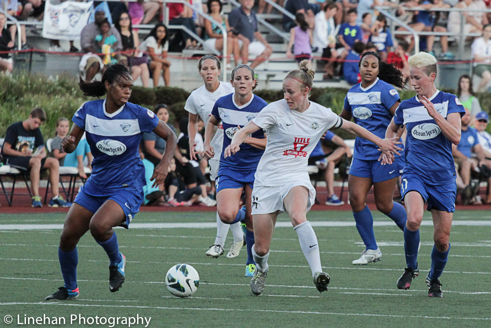Beck Sauerbrunn takes on the Breakers defense in a charge up the field during their surprising Week 18 loss at Dilboy Stadium.  (Photo copyright Linehan Photography for The Equalizer.)