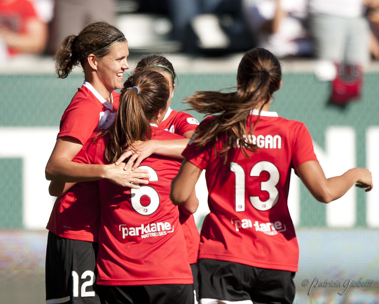 Meleana Shim (6) scored for the fourth straight game and the Thorns beat Sky Blue FC 3-1. (Photo Copyright Patricia Giobetti   http://www.printroom.com/pro/psgiobetti)