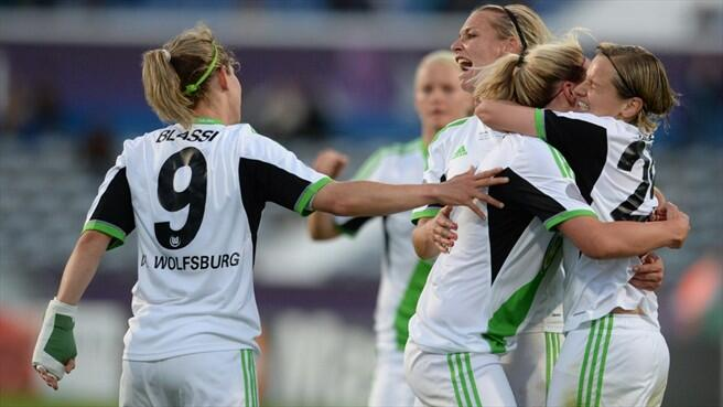 Martina Müller scored twice as VfL Wolfsburg twice came back on Tyresö FF to win a second straight UEFA Women's Champions League title.
