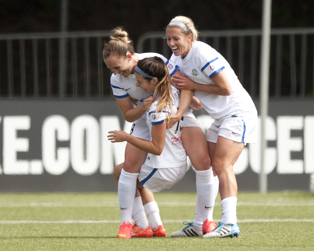 Amy Rodriguez celebrates her first goal of the NWSL final with teammates. (Photo Copyright Patricia Giobetti for The Equalizer)
