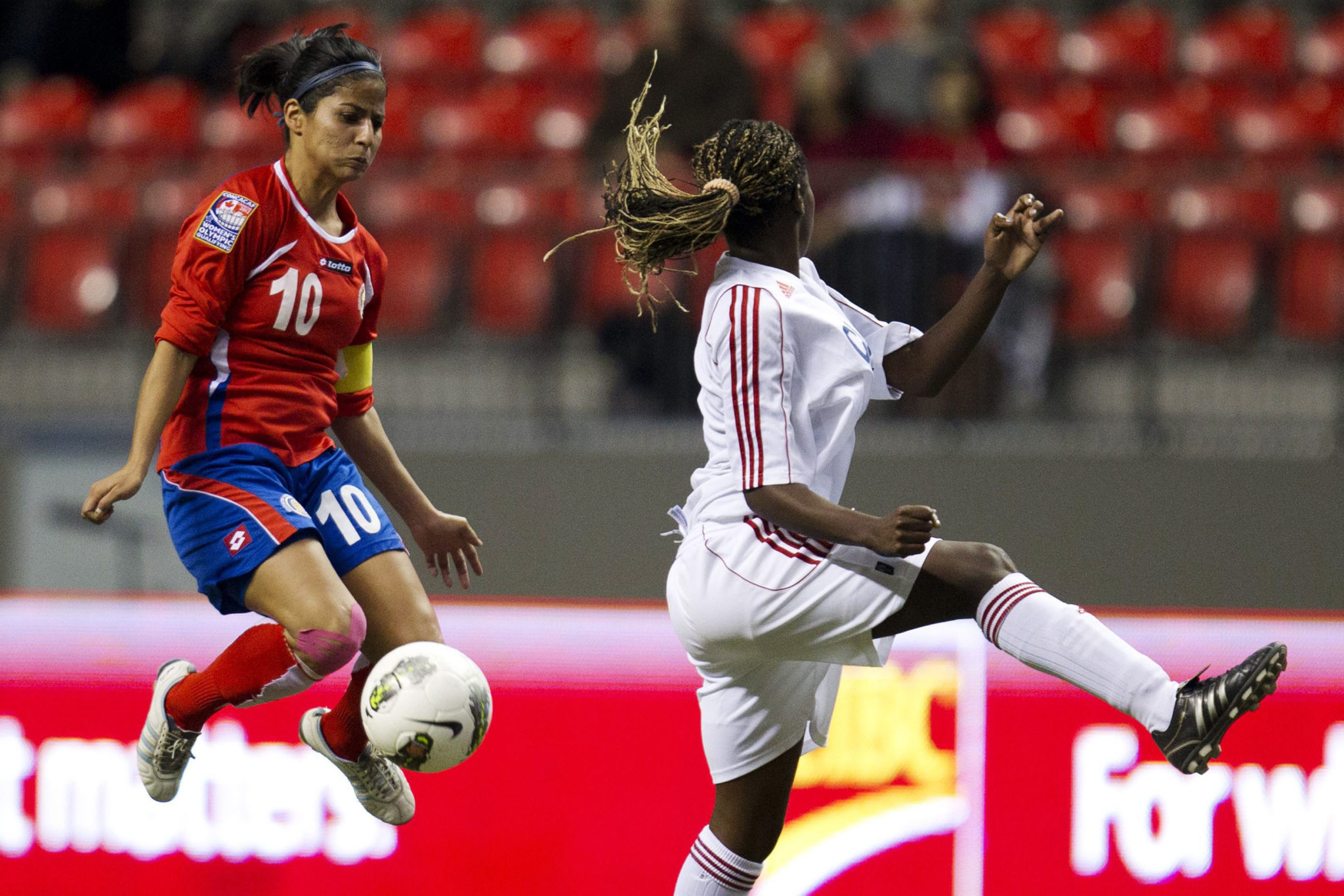 Shirley Cruz (left) is Costa Rica's No. 10 and top player. (AP Photo)