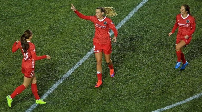 Allie Long, center, will be trying to help the Thorns return to the playoffs.