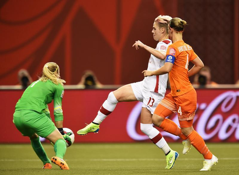 Loes Guerts (green) playing against Canada during Group A play. (Getty Images)