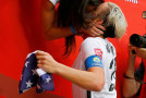 Wambach, Huffman kiss in iconic World Cup photo