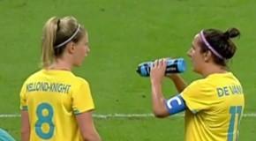WATCH: De Vanna's water-bottle struggle is real