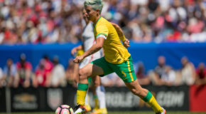 Dash sign South Africa captain Janine Van Wyk