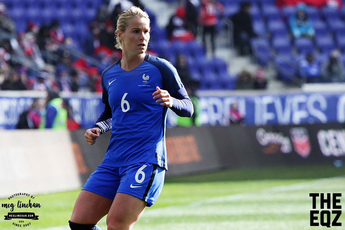 Amandine Henry provides the option out wide during a defensive play for France. (MEG LINEHAN/Equalizer Soccer)