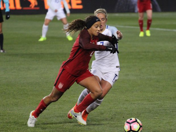 Mallory Pugh tries to beat Jordan Nobbs to the ball at the SheBelieves Cup (photo: Chelsey Bush for The Equalizer)