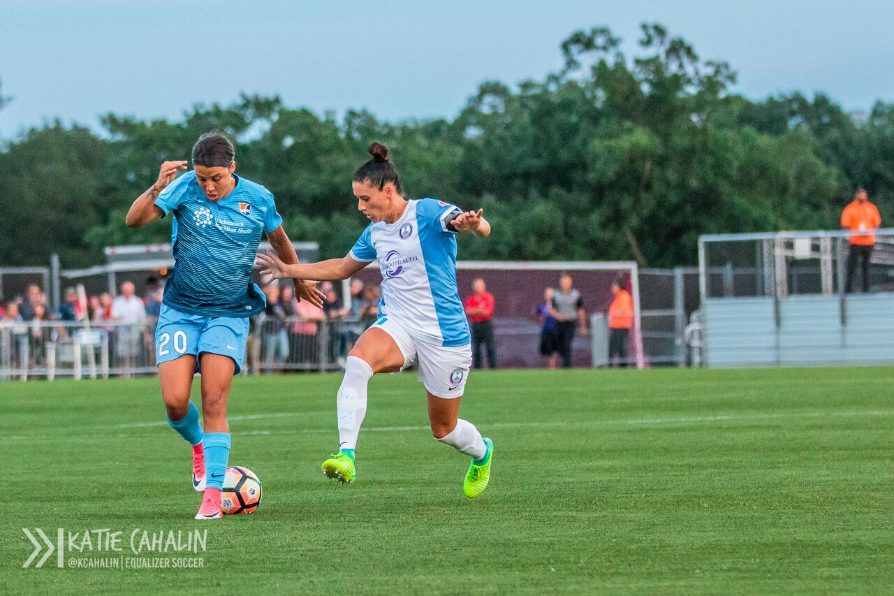 Sam Kerr looses control of the ball as Ali Krieger applies the pressure. (photo copyright Katie Cahalin for The Equalizer)