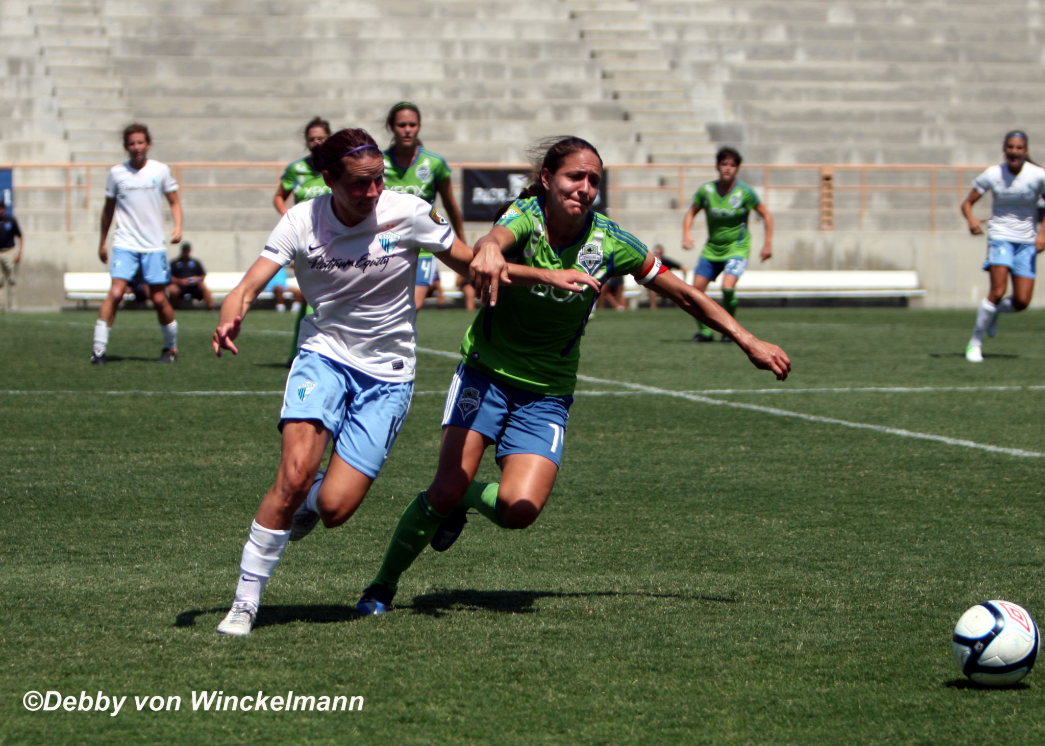 Sarah Huffman (L) and Stephanie Cox (R) fight for possession on Sunday in Pali's 1-0 win against Seattle for the Western Conference Championship at Titan Stadium. (Photo Copyright: Debby von Winckelmann)