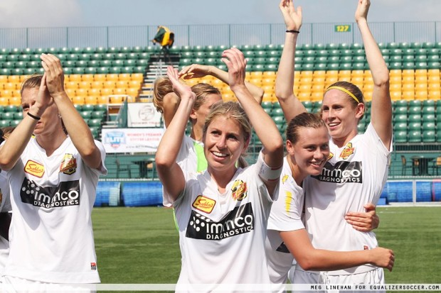McCall Zerboni (center) is heading back to the Flash (Photo Copyright: Meg Linehan for EqualizerSoccer.com)