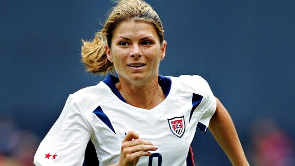 Hamm becomes first woman in Football Hall of Fame ...
