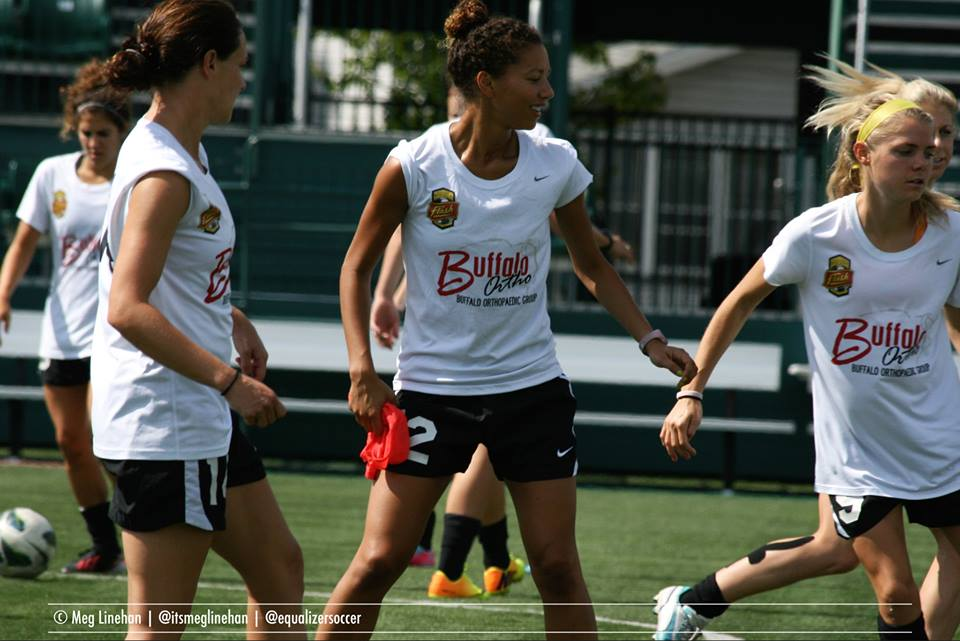 Estelle Johnson (center) is back in the NWSL after taking a year off. (Photo Copyright Meg Linehan for The Equalizer)
