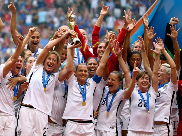Christie Ramone and the USWNT with the 2015 World Cup trophy. (Getty Images)