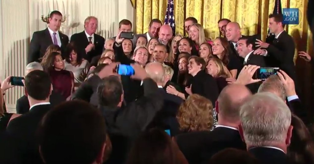 151026 Obama USWNT selfie