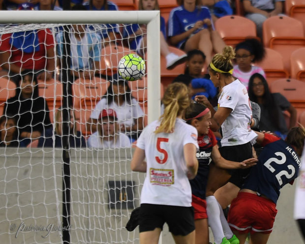 Lynn Williams scores on a header to send the NWSL Championship match to penalty kicks (photo by Patricia Giobetti for The Equalizer)