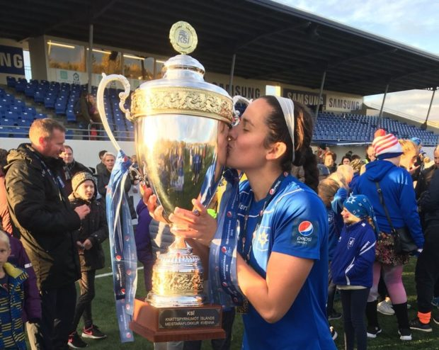 Amanda Frisbie kisses the Icelandic Championship trophy after helping Stjarnan regain the title on September 30.