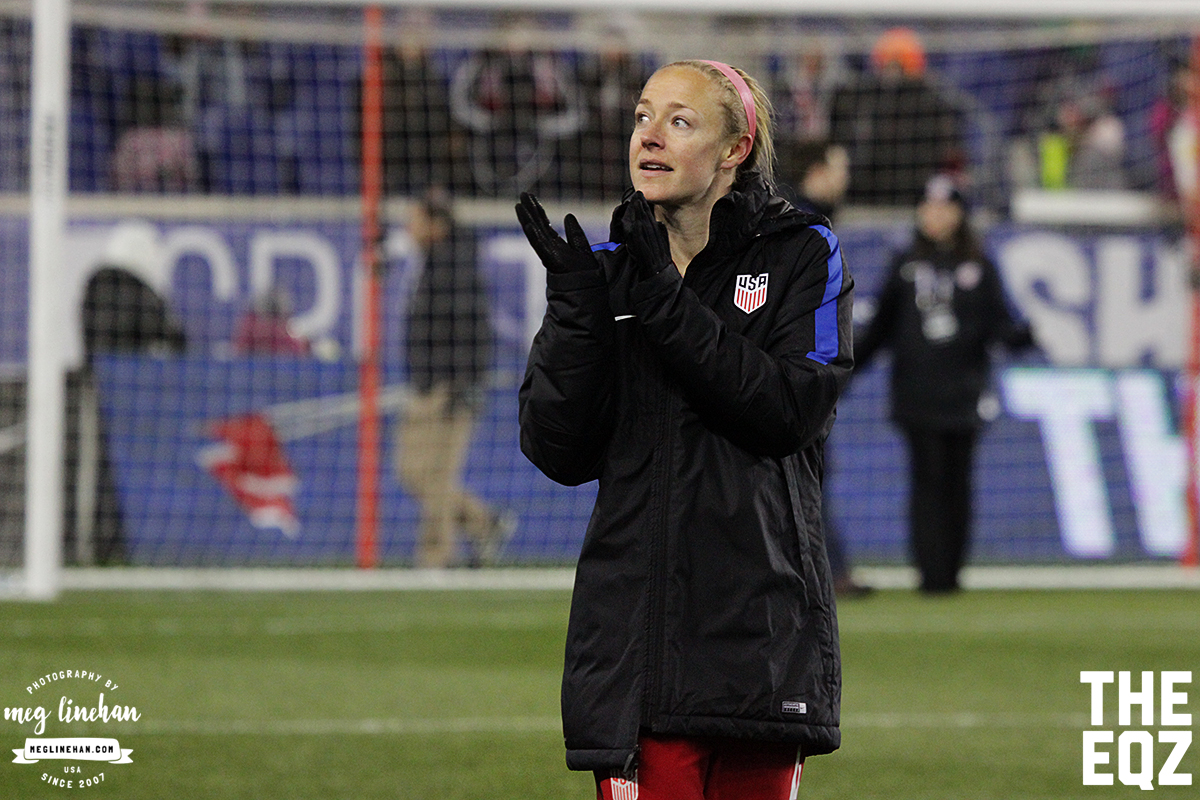 Becky Sauerbrunn applauds the fans who braved the cold on Saturday evening at Red Bull Arena. (MEG LINEHAN/Equalizer Soccer)