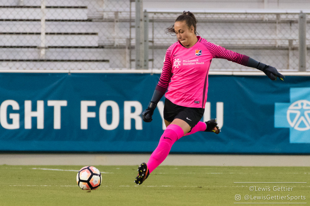 Kailen Sheridan restarts play in Sky Blue's first road match against the North Carolina Courage. (photo by Lewis Gettier)
