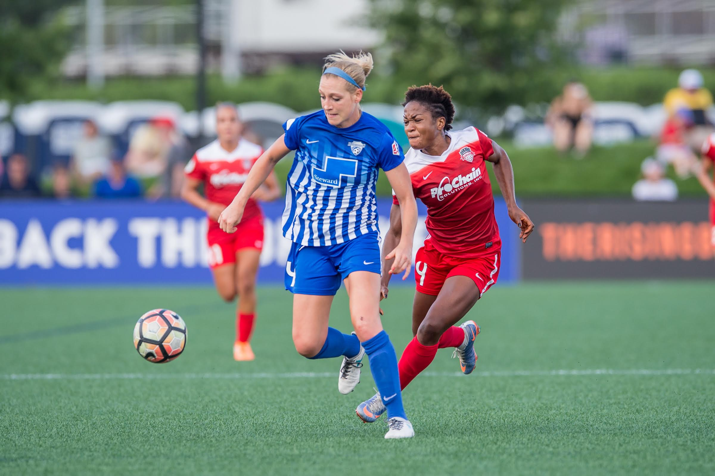 Osyter made her debut for the USWNT on April 6, 2017. In addition to her three seasons in the NWSL, she also spent in the W-League in Australia with the Newcastle Jets during the NWSL off season. (Credit: ISI Photos/Mike Gridley)